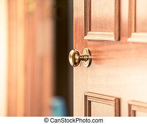 casa, invitante, vecchio, tuo, sopra, stile, vendemmia, porta, leggermente, legno, vendita, foggiato, aperto, casa, manopola, nuovo, persone, manico, acquisto