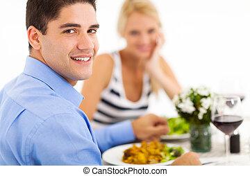 cenando, coppia, fuori, ristorante