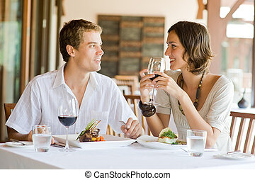cenando, coppia, giovane