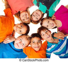 cerchio, bambini, sorridente, insieme, felice