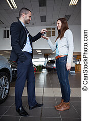 chiavi, automobile, dare, donna uomo