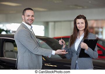 chiavi, dare, automobile, donna uomo