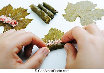 cibo, vaso, verdura, uva, mani, casalingo, carne, foglie, pieno, cottura, apparecchiato