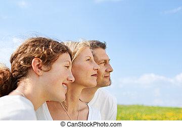 cielo blu, famiglia, contro, felice