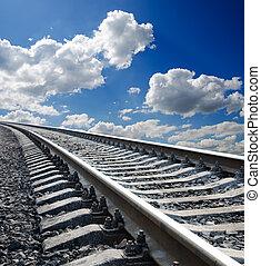 cielo blu, profondo, nuvoloso, sotto, ferrovia, vista, basso