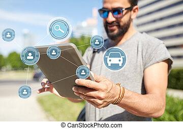 città, condivisione, tavoletta, automobile, app, pc, usando, uomo