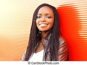 città, moda, sopra, donna, fondo, africano, sorridente, rosso