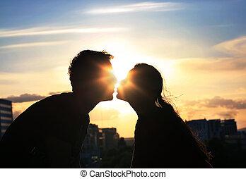 città, sera, coppia, fondo, baciare, sopra