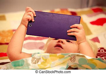 closeup, biondo, smartphone, giochi, ragazza