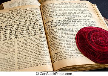 closeup, testo, scrittura, rosso, aperto, bible., page., aperto, fuoco., ebreo, lavorato maglia, selettivo, bugie, ebraico, vecchio, balla