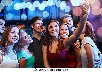 club, presa, smartphone, amici, selfie