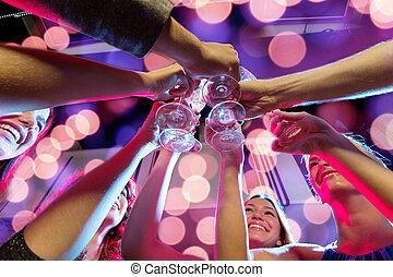 club, sorridente, champagne, amici, occhiali