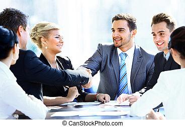 colleghi, affari, seduta, tavolo riunione, due mani, durante, maschio, tremante, funzionari