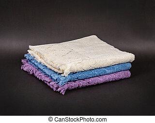 colori, differente, fondo, asciugamani, tre, scuro, accatastato, contro