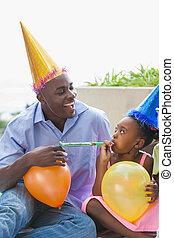 compleanno, bambini, padre, insieme, festeggiare