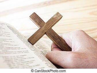 con, bibbia, croce, titolo portafoglio mano, sotto, uomo