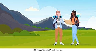 concetto, andando gita, appartamento, viaggiatori, mappa, pianificazione, paesaggio, viaggiare, ragazze, escursionisti, miscelare, presa a terra, montagne, pieno, coppia, fondo, orizzontale, donne, escursione, tracciato, lunghezza, corsa, zaino