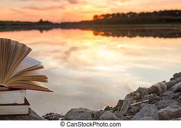 copia, school., natura, spazio, cielo, indietro, contro, sfocato, fondo., libri, tramonto, light., libro copertina rigida, fondale, pila, educazione, libro aperto, paesaggio