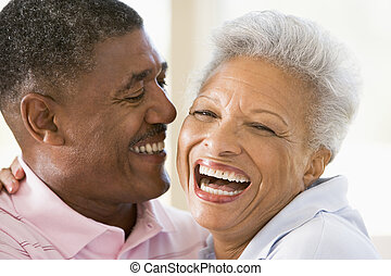 coppia, dentro, ridere, rilassante
