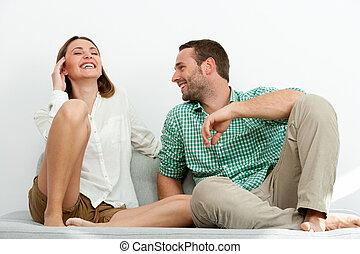 coppia, sofa., rilassante, bello