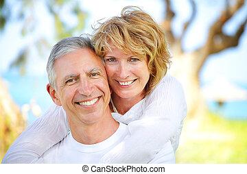 coppia, sorridente, maturo