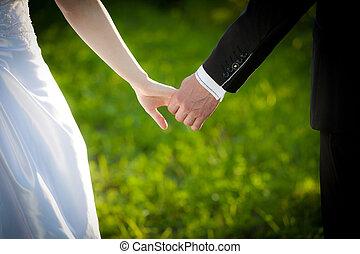 coppia, sposato, giovane, tenere mani