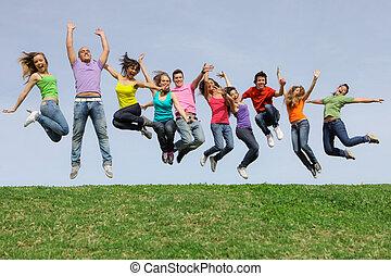 corsa, gruppo, saltare, diverso, mescolato, sorridere felice