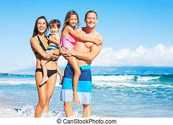corsa mescolata, spiaggia, famiglia, felice
