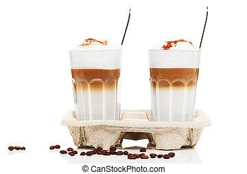 cucchiai, macchiato, cioccolato, fondo, fagioli, polvere, bianco, latte, caffè, cupholder, due