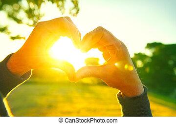 cuore, silhouette, natura, sole, sopra, persona, forma, tramonto, fondo., mani, fabbricazione, dentro