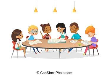 discutere, libri, parlare, ciascuno, scuola, vettore, advertisement., rotondo, bambini, intorno, illustrazione, tavola, seduta, altro, cartone animato, library., ragazze, bandiera, loro., manifesto, studiare, ragazzi, lettura
