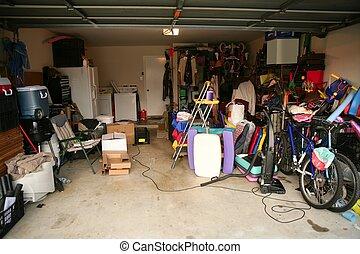 disordinato, garage, pieno, abbandonato, roba