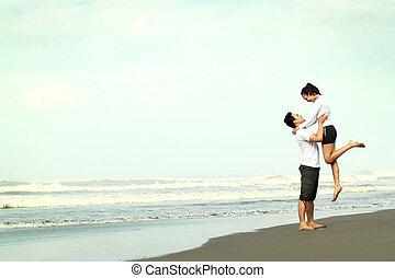 divertimento, coppia, spiaggia, detenere