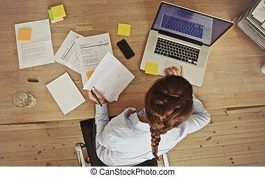 documenti, lei, ufficio, donna d'affari, laptop, lavorativo, scrivania