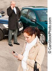 donna, abbattersi, automobile, secondo, chiamata, incidente, assicurazione