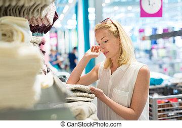 donna, asciugamano, arredamento, lei, moderno, appartamento, destra, scegliere, casa, store.