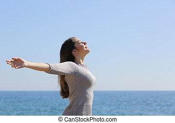 donna, braccia, profondo, aria, respirazione, fresco, spiaggia, innalzamento, felice