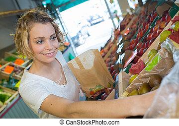 donna, cibo, verdura, acquisto, frutte, mercato locale