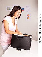 donna felice, affari, apparecchiato