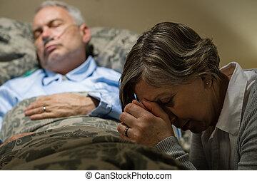 donna, inquieto, ammalato, anziano, pregare, uomo