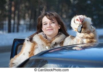donna macchina, lei, felice