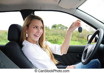 donna macchina, presa a terra, chiave, felice