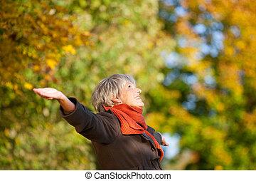 donna, natura, parco, anziano, godere, felice