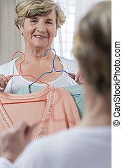 donna senior, maglione, scegliere