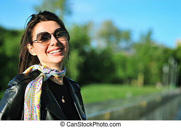 donna sorridente, strada, ragazza, ritratto, sunglasses., giovane
