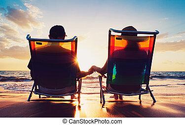 donna, vecchio, osservare, coppia, seduta, tramonto, anziano, spiaggia, uomo