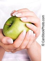 donne, mela verde, mani