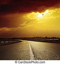 drammatico, tramonto, strada asfaltata