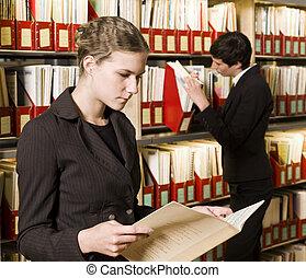 due, biblioteca, donne