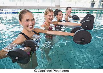 dumbb, schiuma, femmina, aerobica, sorridente, aqua, classe salute